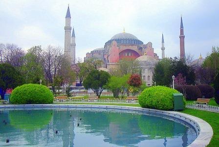 Last Minute Istanbul - im Hintergrund eine Moschee
