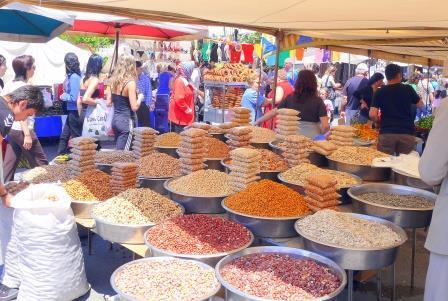 Buntes Markttreiben in der Türkei
